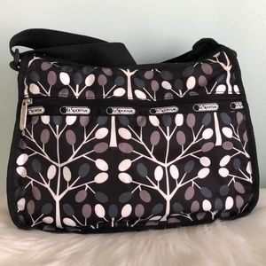 LeSportsac Nylon Handbag Shoulder Bag